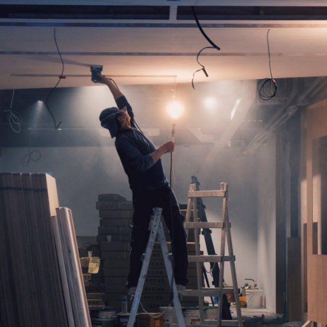 créditos Procrear obrero en interior de obra en construcción